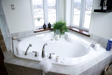 Phòng tắm đẹp mắt với thiết bị vệ sinh Caesar