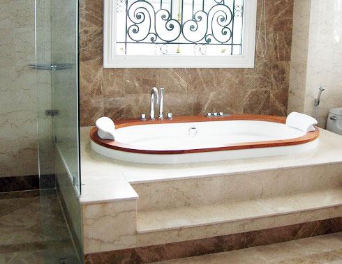 Vệ sinh bồn tắm trắng sáng thật dễ dàng